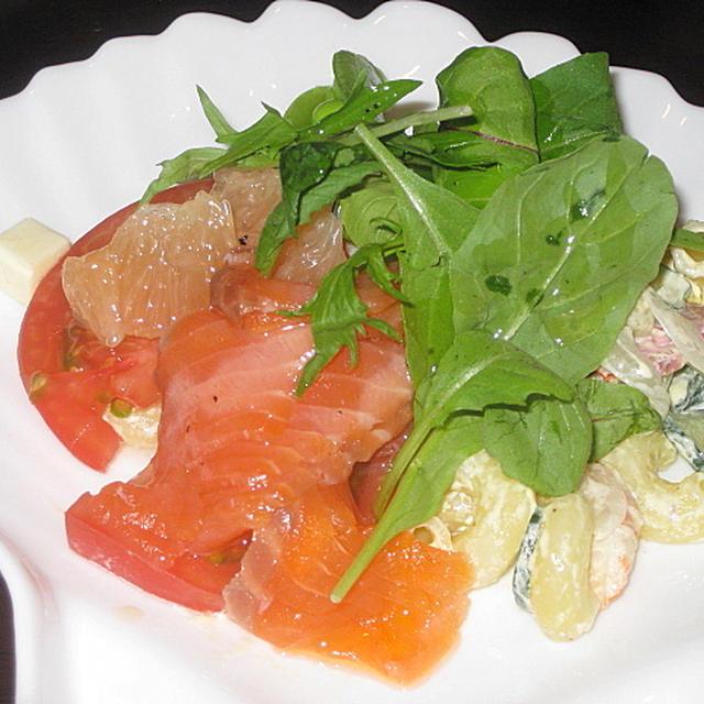 「おやじ食堂」のよくばりサラダ