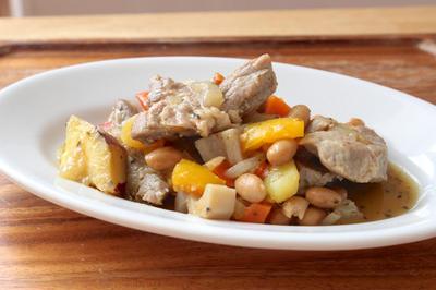 【 あったまる〜お豆と塩豚の煮込み  】