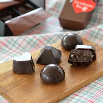 二層のチョコ&クッキーチョコ。【簡単・プレゼント・溶かして固めるだけ】糖類ゼロチョコで。