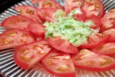 トマトの塩麹ドレッシングサラダと羊飼いのサラダレシピ。