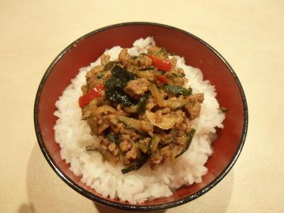 インスタント味噌汁で簡単 ズッキーニと挽肉の味噌煮込み丼