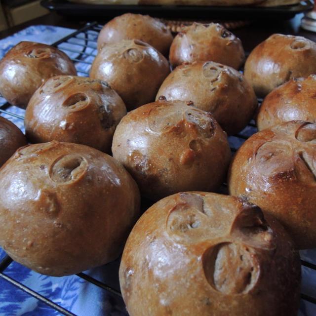 レーズンとくるみの黒糖パン
