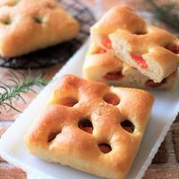 本日のパンは、自家製レーズン酵母で「フォカッチャ」と「食パン」