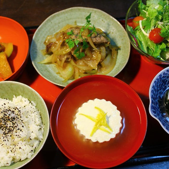かぼちゃ煮・ステーキ炒め・サラダ・酢の物・・・夕餉