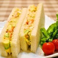 アボカドとエビの カラフル卵サンド ☆☆☆