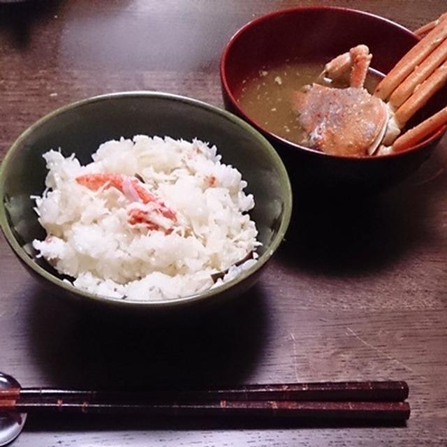 セコガニの味噌汁。と、豆腐のカニカマあんかけ。
