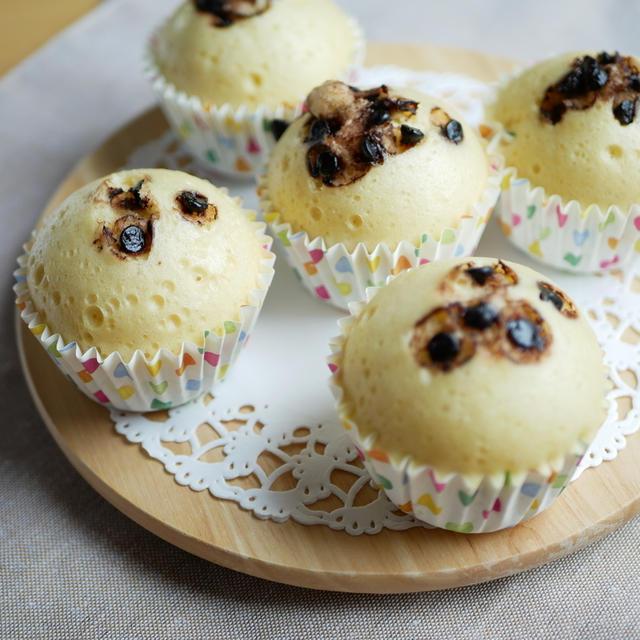 ホットケーキミックスで簡単に♪ふわふわチョコチップ蒸しパン!