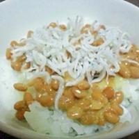 しらすのっけ☆オリーブオイル塩麹納豆ご飯