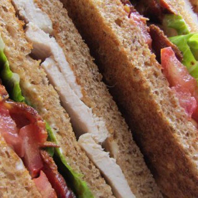 おいしいターキークラブサンドイッチ