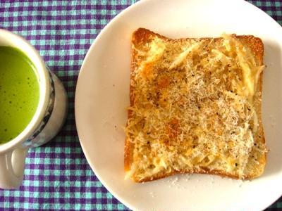 パン粉のっけツナマヨトースト