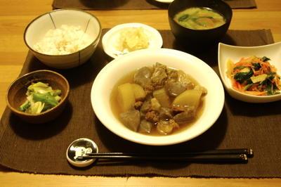 牛すじと大根の煮物夜ご飯