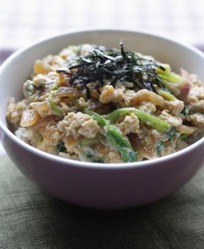 【1人暮らしの方にも作りやすい簡単レシピ】つゆだくふわふわ、ほうれん草の卵とじ丼