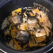 サバ缶とひじきの炊き込みご飯弁当
