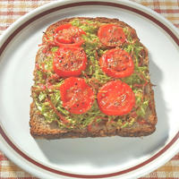 オレガノで簡単ふるだけイタリアン!春キャベツとトマトのヘルシー&ボリューミィトースト。