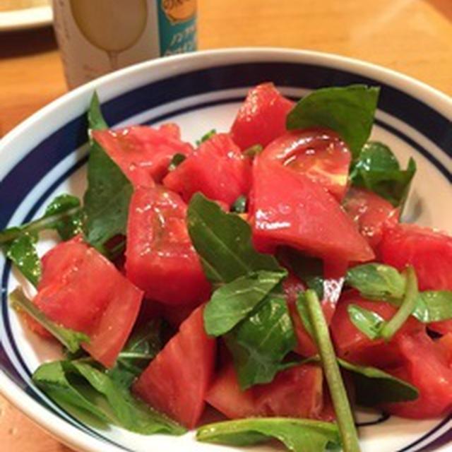 トマトとルッコラのさっぱりサラダ