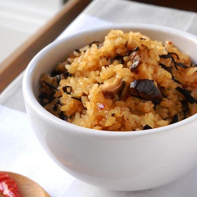 椎茸とひじきの食べるラー油で中華風炊き込みご飯 & お知らせ