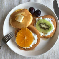 朝食にフルーツパンケーキ