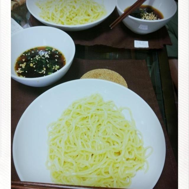 ざる麺と、作りおきのタレ4種。