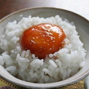 寝る前に卵黄を醤油に漬けるだけ!翌朝に「絶品卵かけご飯」が食べれちゃう♪