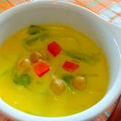 黄色鮮やかなターメリックスープ