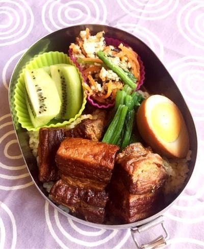 豚角煮丼のお弁当♪破れないクッキングペーパーで炒り豆腐