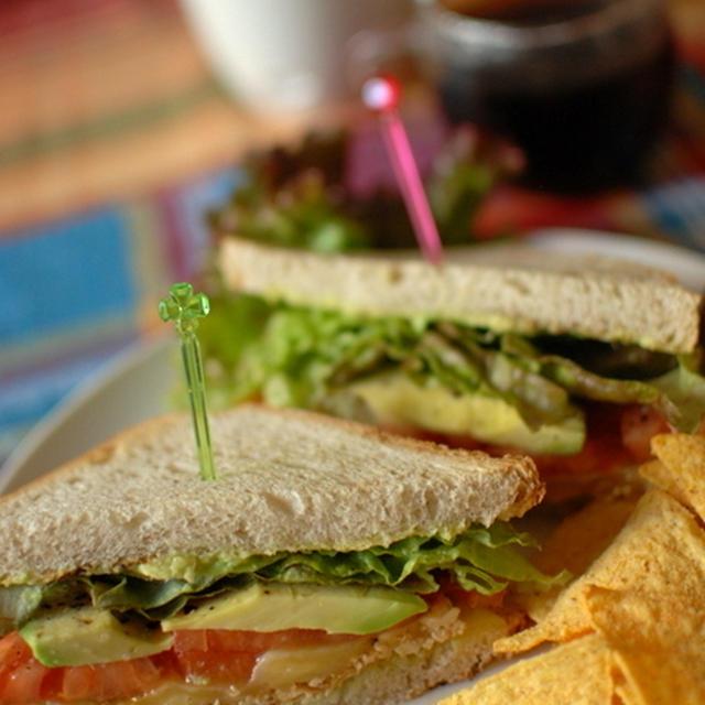 ベジタリアンなタコス・サンドイッチで朝カフェ♪
