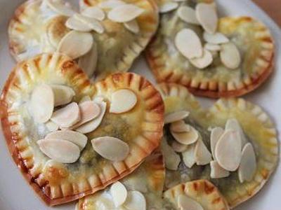 >餃子の皮があまったら♪ハートのチョコパイ by midoriさん