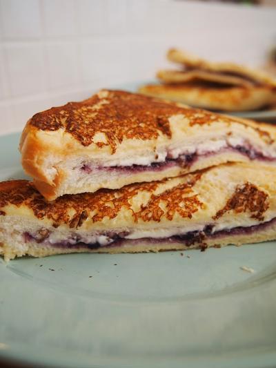 ブルーベリー&クリームチーズ/チョコレートサンドのフレンチトースト