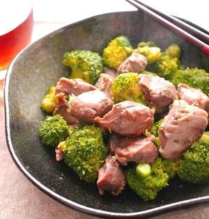 砂肝とブロッコリーのガーリックバター醤油柚子胡椒風味炒め
