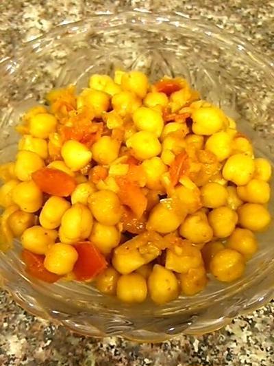 ひよこ豆とトマトのスパイシーサラダ