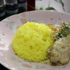 サフランライスと手羽肉と根菜のミルク煮