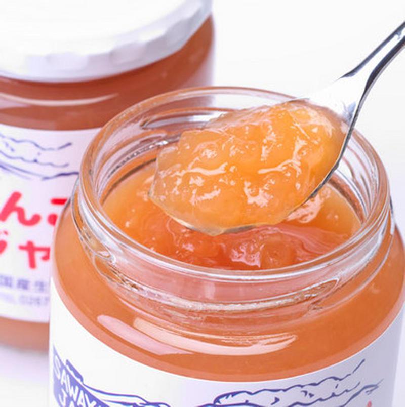 """原材料は、りんご、グラニュー糖のみ。シンプルだからこそ味わえるジャム本来の味。昔ならがらの品種""""紅玉..."""