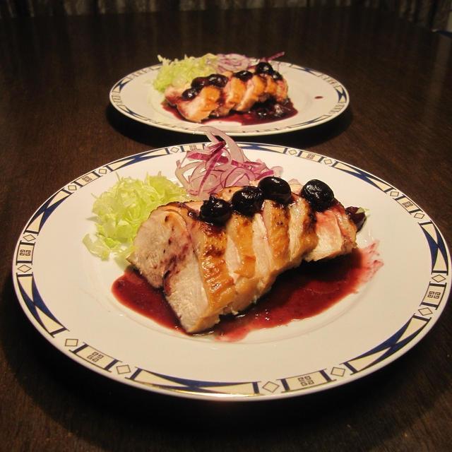 鶏胸肉のやわらかソテー ブルーベリーソース