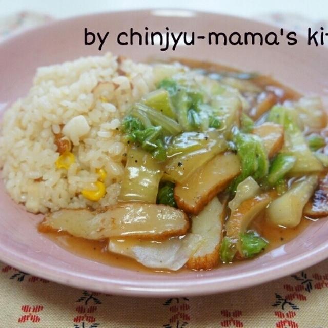 フライパンで炒飯に白菜とさつま揚げの生姜風味あんかけ
