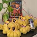 ハロウィンが近いと言う事で・手作ピックを飾ってハロウィン満載!!かぼちゃパン、作ってみました!!