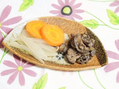 ◇玉ねぎとにんじんの蒸し酢煮・なすの黒ごまみそ蒸し煮