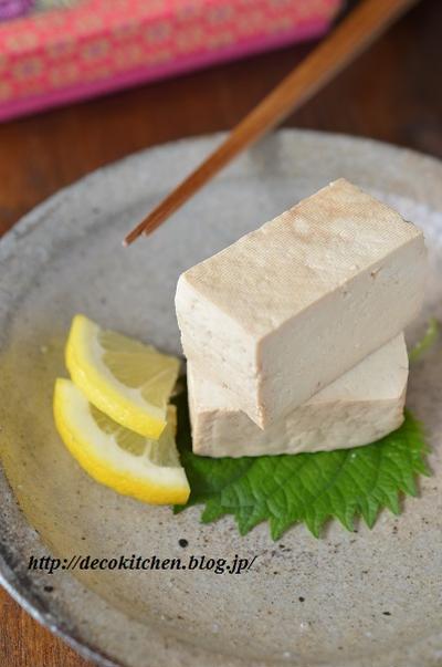 漬けてほったらしで完成!濃厚でさっぱり「豆腐のレモン醤油漬け」~ゆで卵を漬けてもおいしいよ。