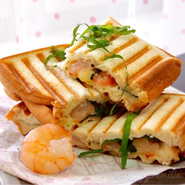 簡単朝ごはん!えびと大葉チーズで和風パニーニ*和ニーニ*ホットサンド