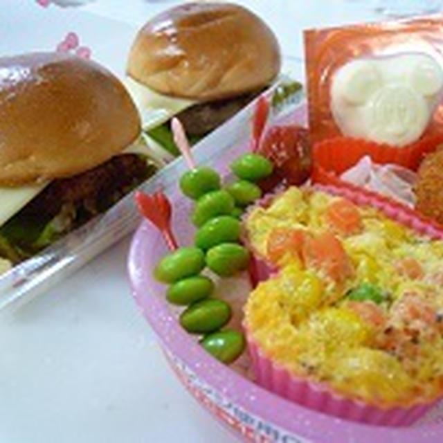 ミニチーズバーガー・ミニチキン竜田バーガー babyモンシュシュ プリンローリー 飾り巻き寿司