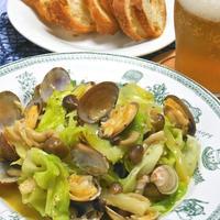 おうちのみおつまみは野菜も食べよう!ビールに合う〜あさりとキャベツのガーリックワイン蒸し。