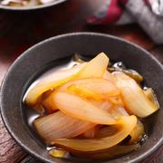 新玉ねぎのとろとろ煮【#簡単 #時短 #節約 #食材1つ #あと一品 #だし不要 #副菜】