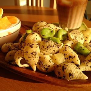 蚕豆とジャガイモのパスタ バジルオイル