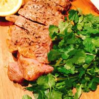 キレイをつくる食卓〜オレガノ風味のアンガス牛ステーキ(ハウスのスパイスでお料理上手♪)〜