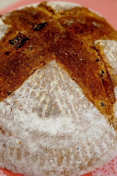 【自家玄米麹酵母 カンパーニュ/角食「レーズン+ラズベリージャム入り」他】お土産に持たせたパンです。
