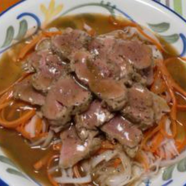 素敵なソースが決め手です!!豚フィレ肉のアルロネーズソース添え