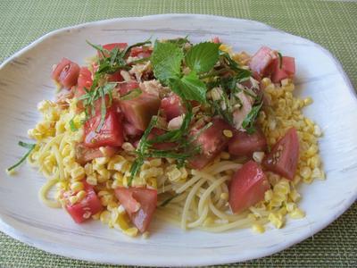 玉蜀黍とトマトとツナ缶の冷製パスタ