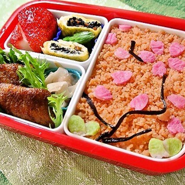 緊急出動のため桜のキャラ弁!?/実家秘伝?えびおぼろ&赤い味付け鶏レシピ