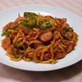 スパゲティ風〜もオススメされて、もちもち太麺の沖縄そばでナポリタン。