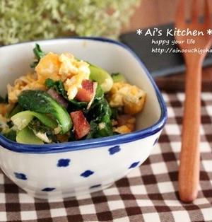 彩りきれいな簡単副菜*ボローニャソーセージがアクセント♡小松菜と炒り卵のチーズ風味*