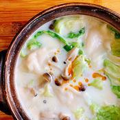 餃子とレタスの豆乳鍋